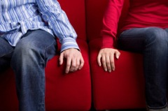 couple_hands-sofa